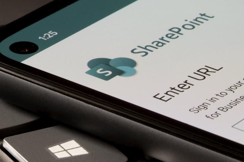SharePoint-Microsoft-logo-mobile-phone-screen-AdobeStock_441098136-1